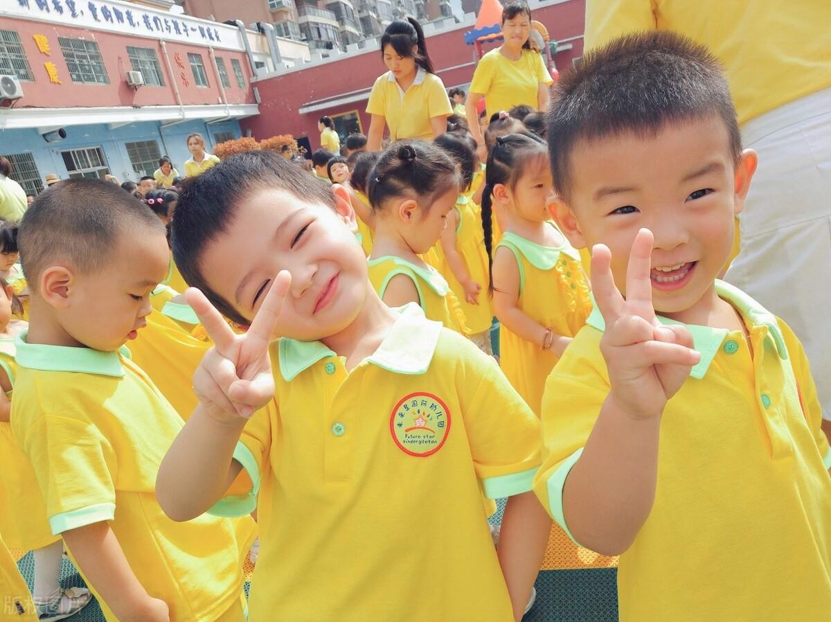 又是一年开学季,孩子哭着喊着不愿意上幼儿园,家长应该怎样引导
