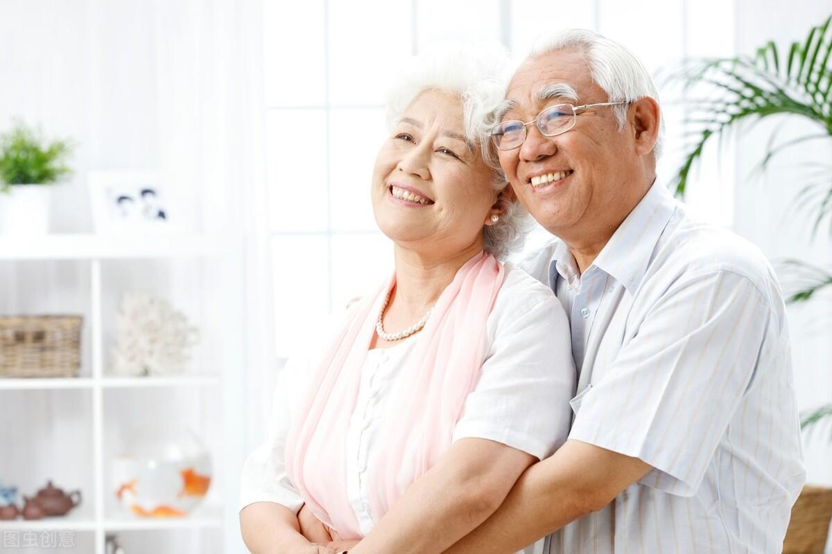 老年人想保护骨骼,不妨补充4种营养素,别单单只补钙