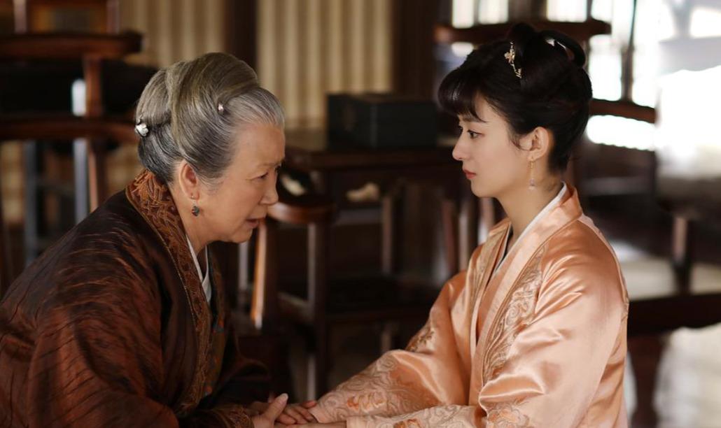 """""""祖母专业户""""曹翠芬,张艺谋直言不像演员,大器晚成用实力说话"""