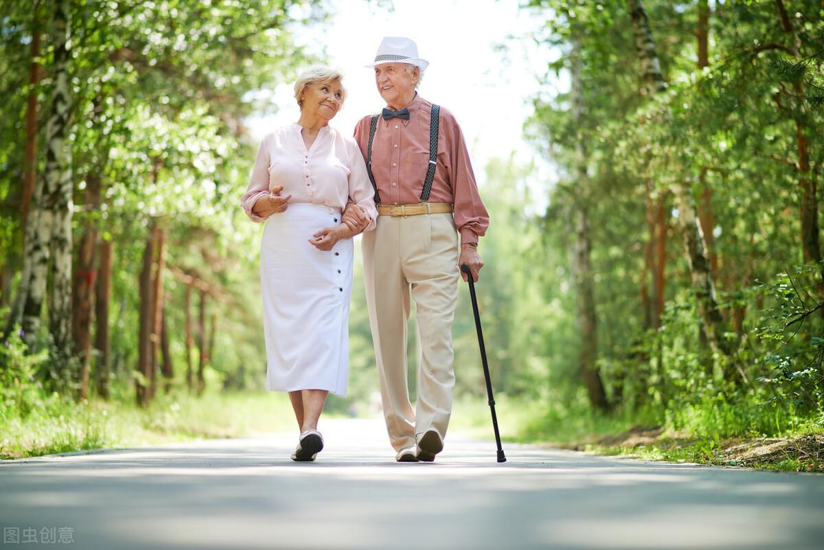 每天走多少路,影响你能活多久?50岁以后,这件事比运动更重要