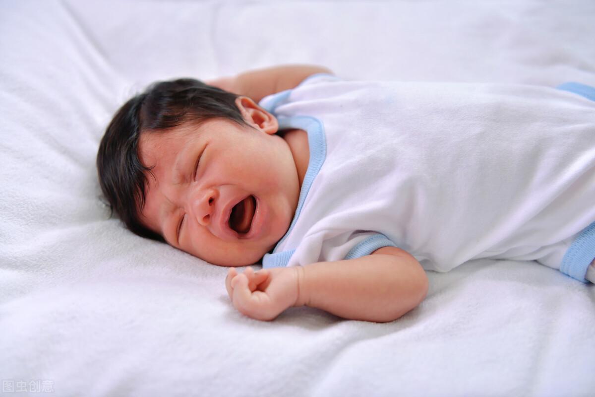 宝宝半夜突然啼哭,除了疾病原因以外,这几点原因不容忽视