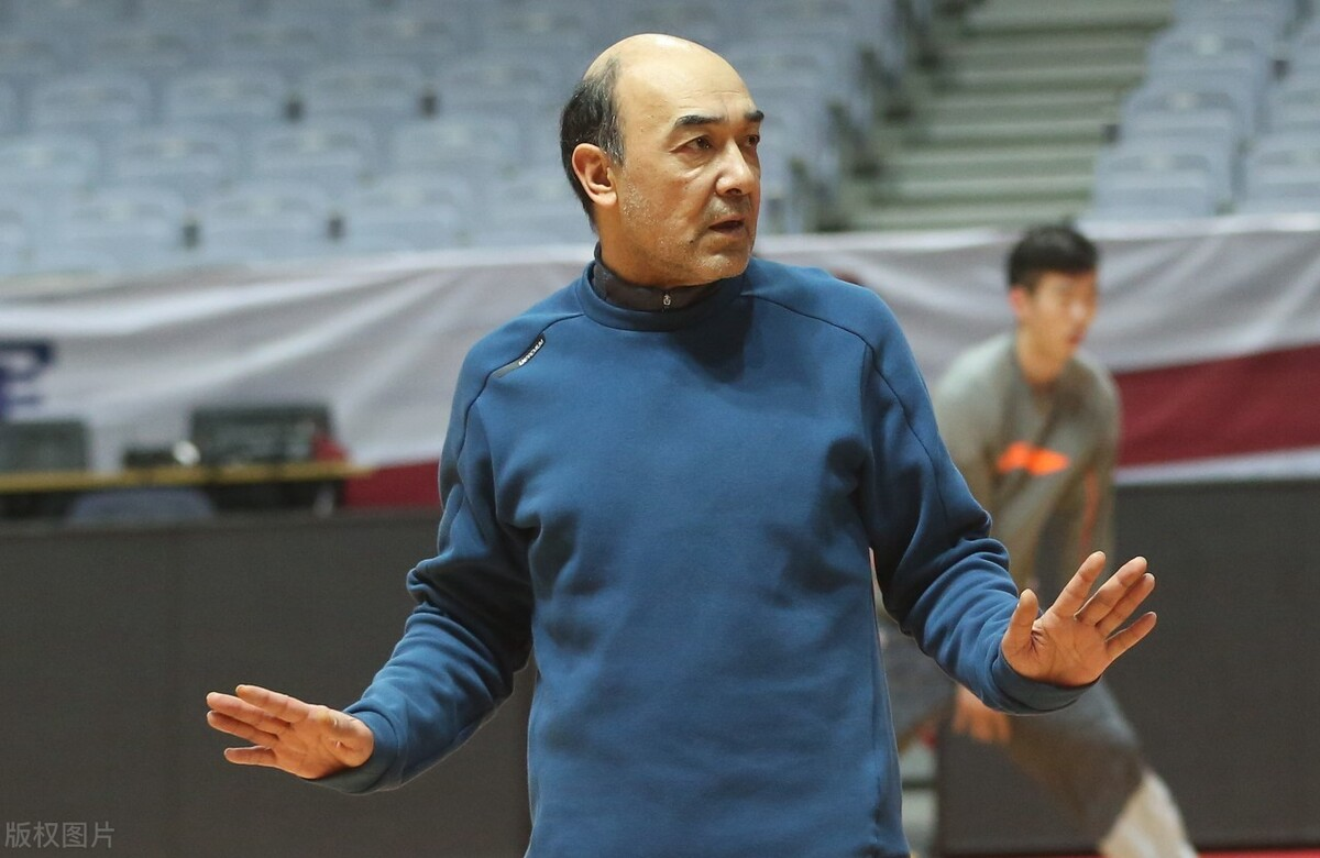 周琦41分新疆男篮却输球的关键,在于阿的江被王晗牵着鼻子走