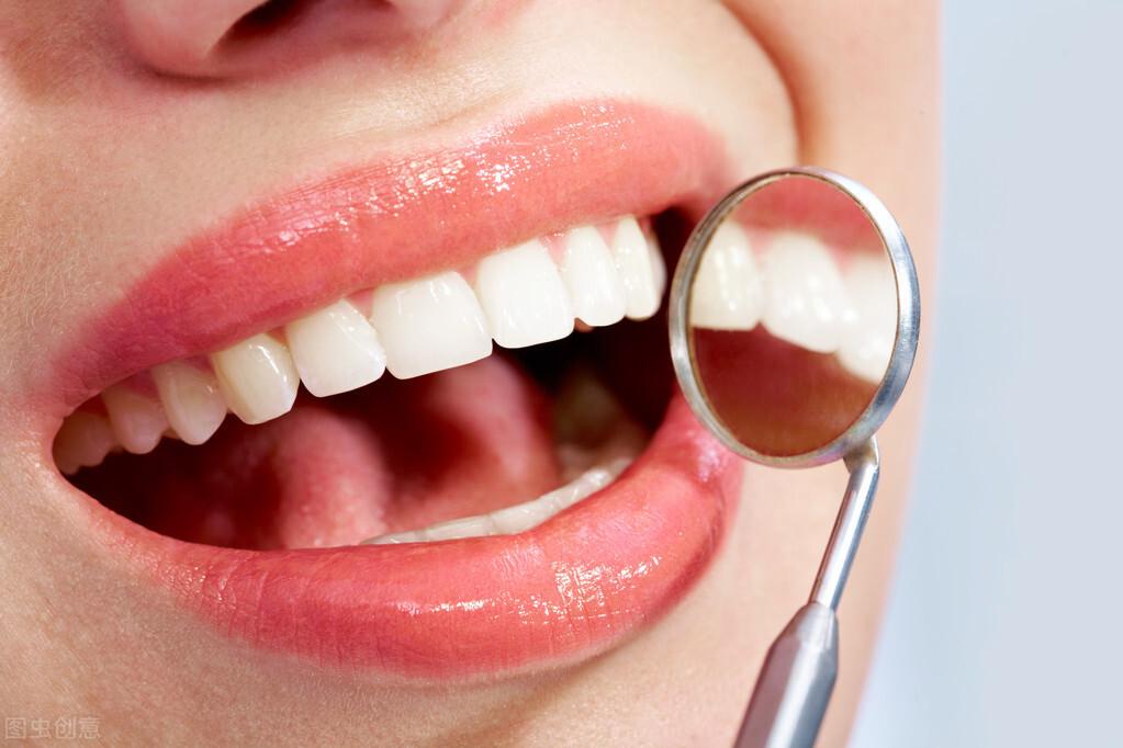 注意,这4个自认是在保护牙齿的习惯,其实在伤牙齿