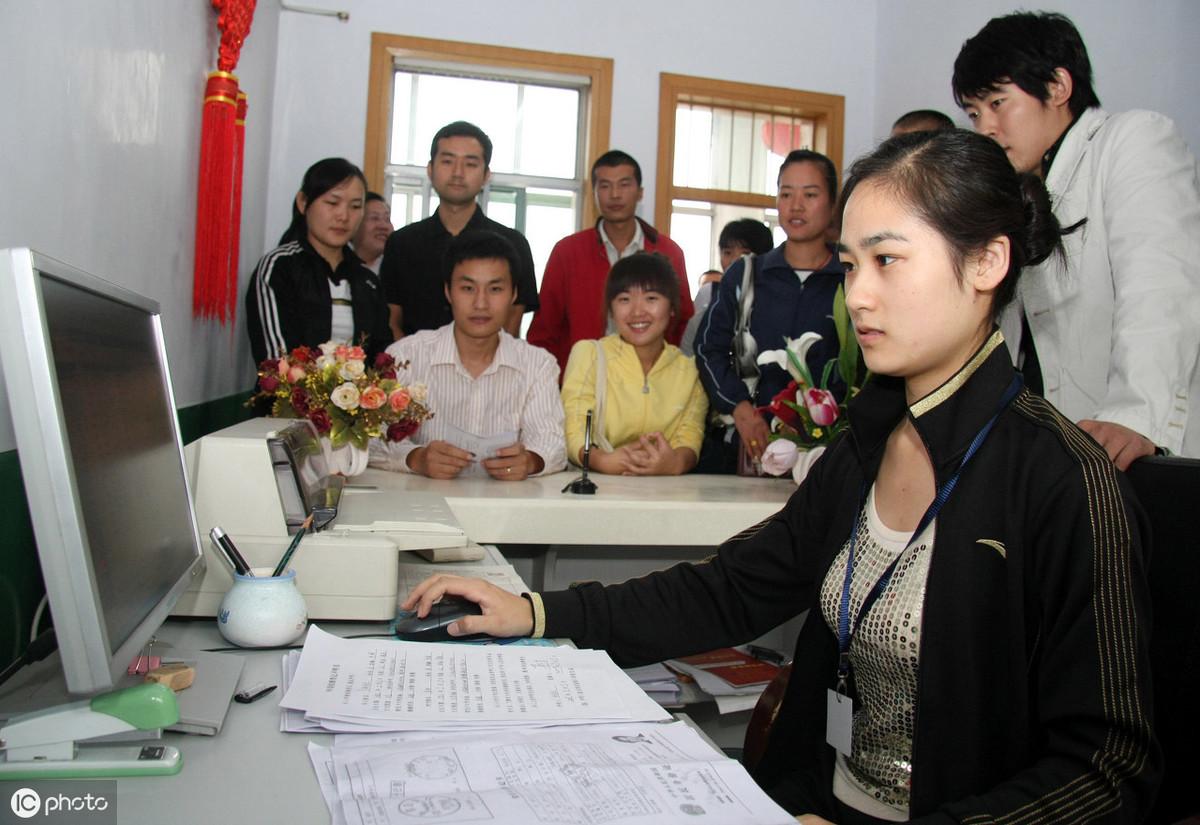 申請人提交的登記材料齊備,且符合法定形式,登記機關決定受理,是否都發《準予登記通知書》?