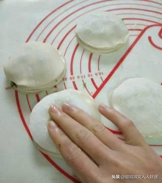 饺子皮做成的千层饼。