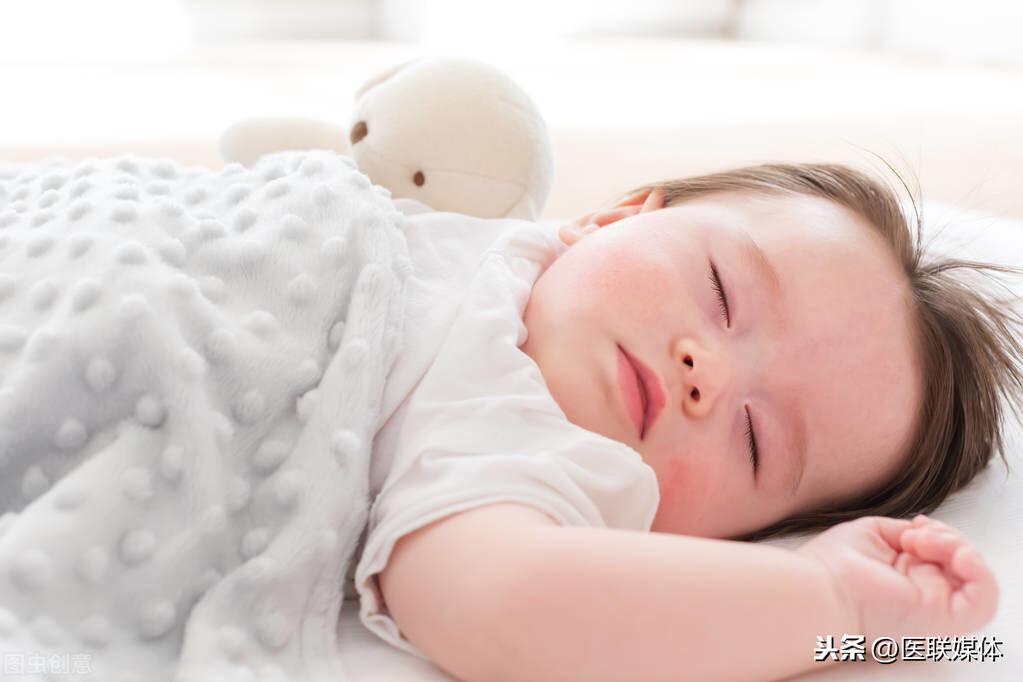 宝宝睡觉多汗是怎么回事
