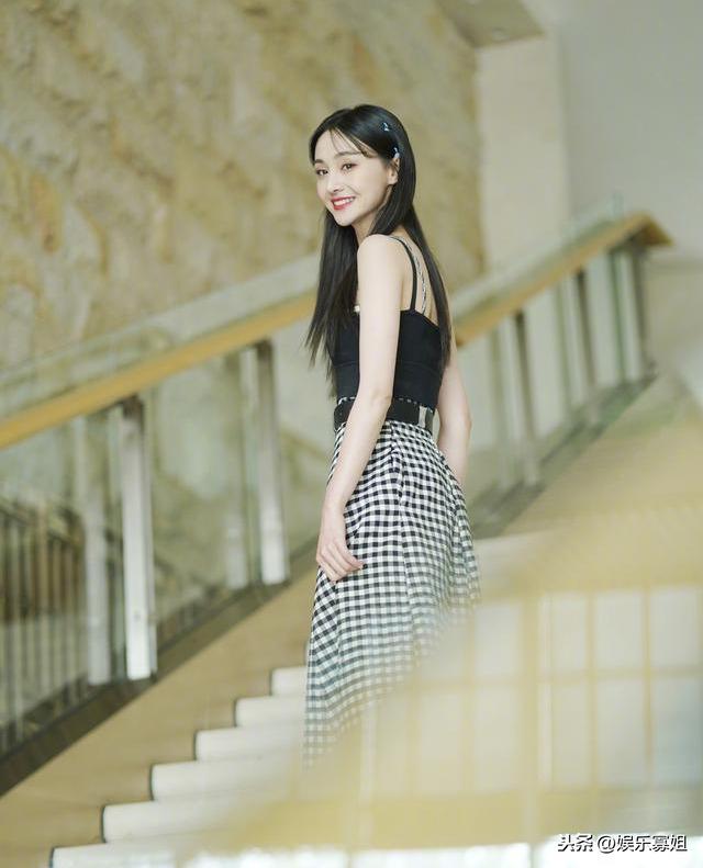 郑爽官宣加盟《我们恋爱吧》引争议!爽妹子转换身份成为综艺咖?