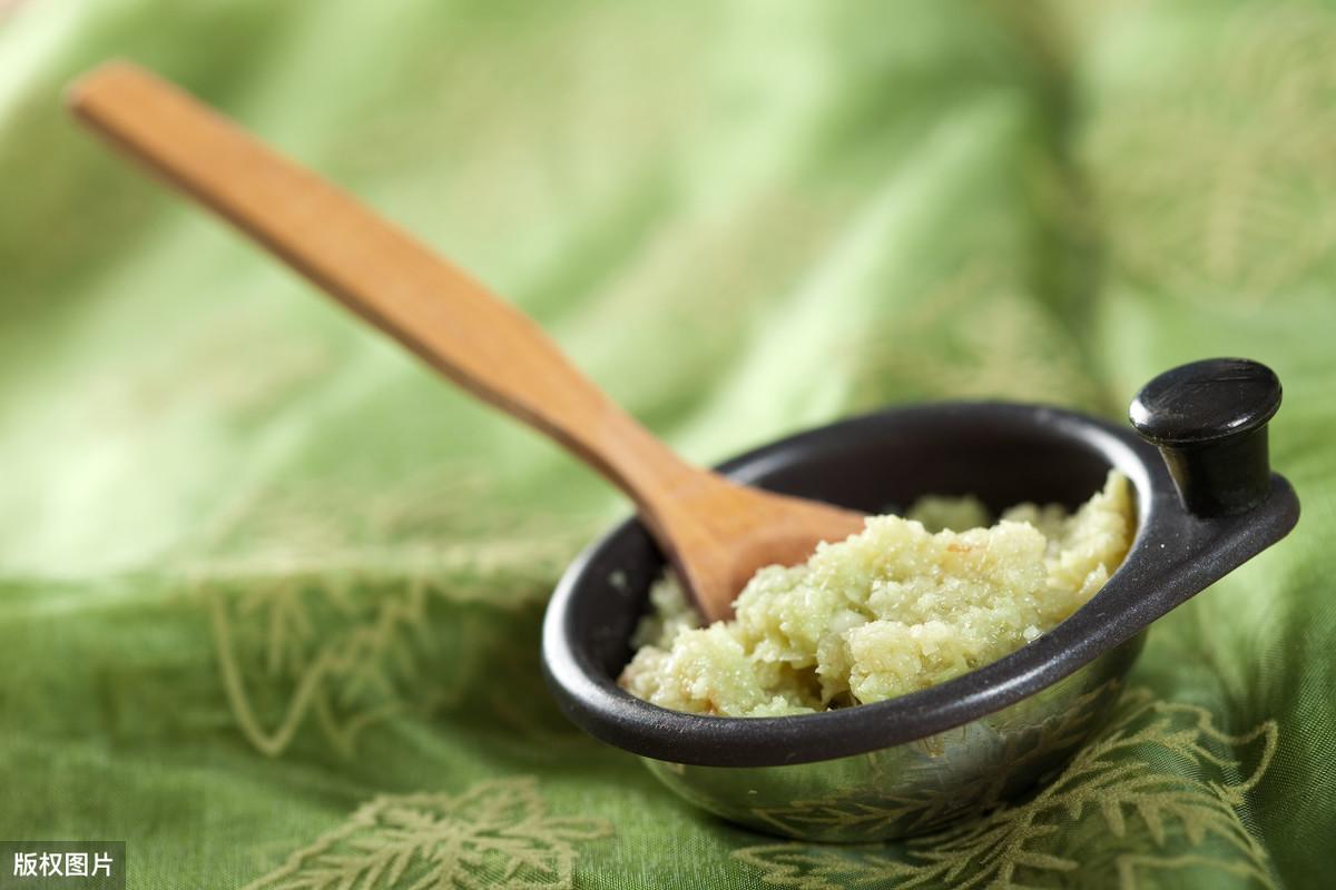 买大蒜选紫皮的还是白皮的,哪个更适合生吃?