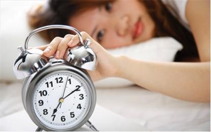 为什么女士务必早睡早起早晨?