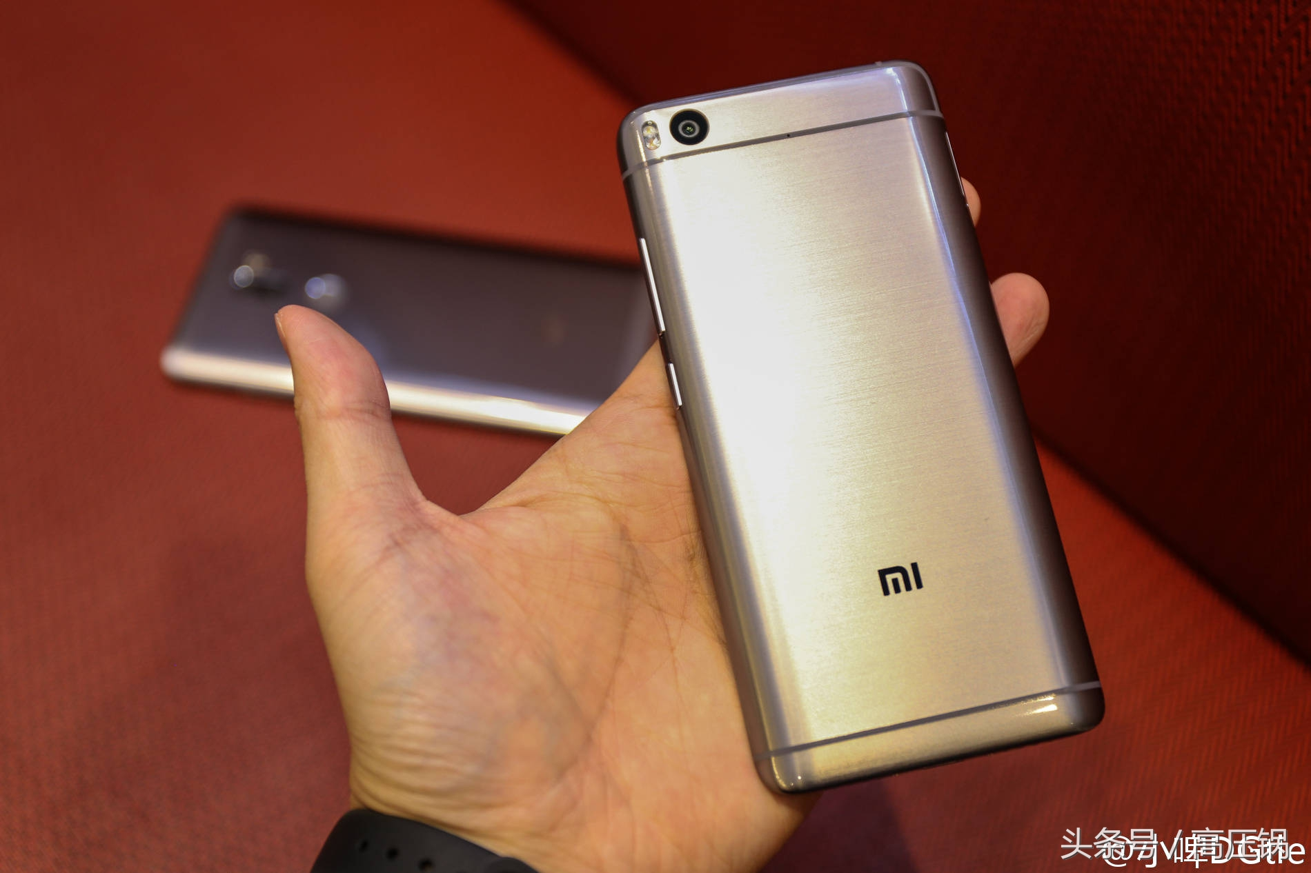 都说小米手机5S丑,这种真机照片对你说小米手机5S究竟有多漂亮!
