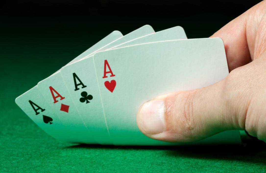 """李嘉诚的投资经验:做生意就像打牌,关键时刻可以扔""""炸弹"""""""