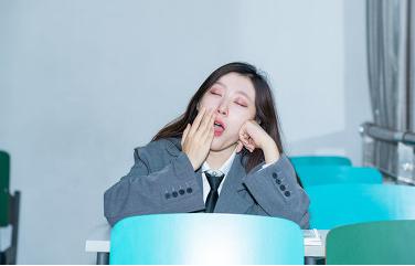 健康养生:站着也能忽然睡着?带你了解什么是发作性睡病