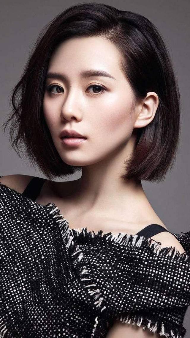 9位女星简洁时尚短发,有人大秀天鹅肩颈线,有人气质又飒又美