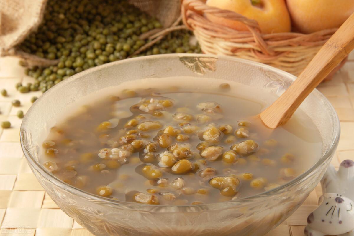 煮綠豆湯時,直接下鍋煮是錯的,教你一個訣竅,5分鐘綠豆煮開花