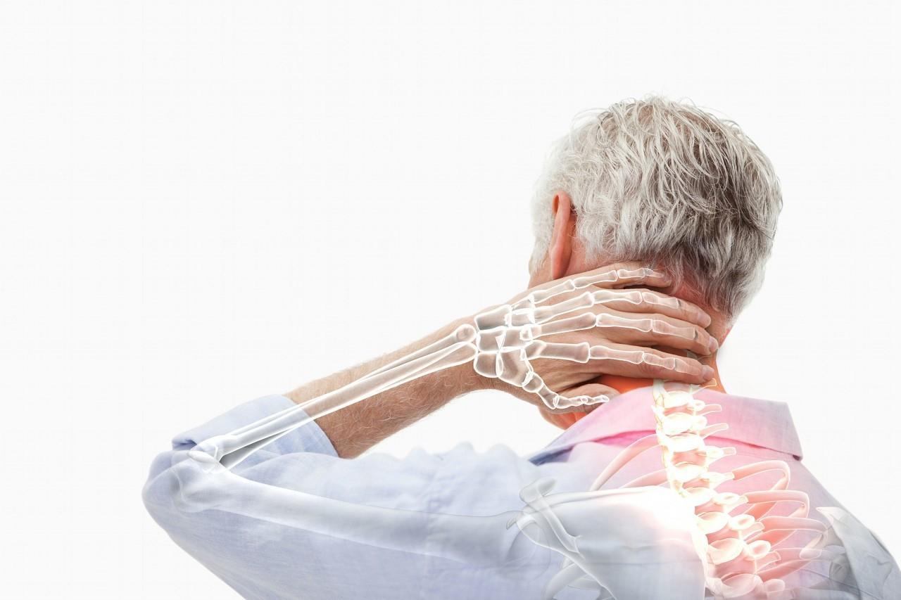 颈部僵硬就是颈椎病?不止如此,这9个症状需警惕,赶紧自查一下