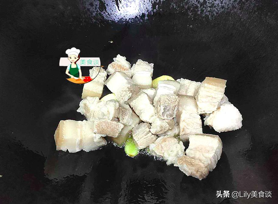 紅燒肉的家常做法,不炒糖色、不加大料,簡單一燜,色澤紅亮鮮香