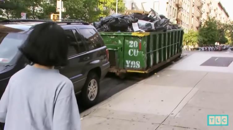 廁紙晾乾重複用,食物來自垃圾桶!她在紐約每個月只花200美元