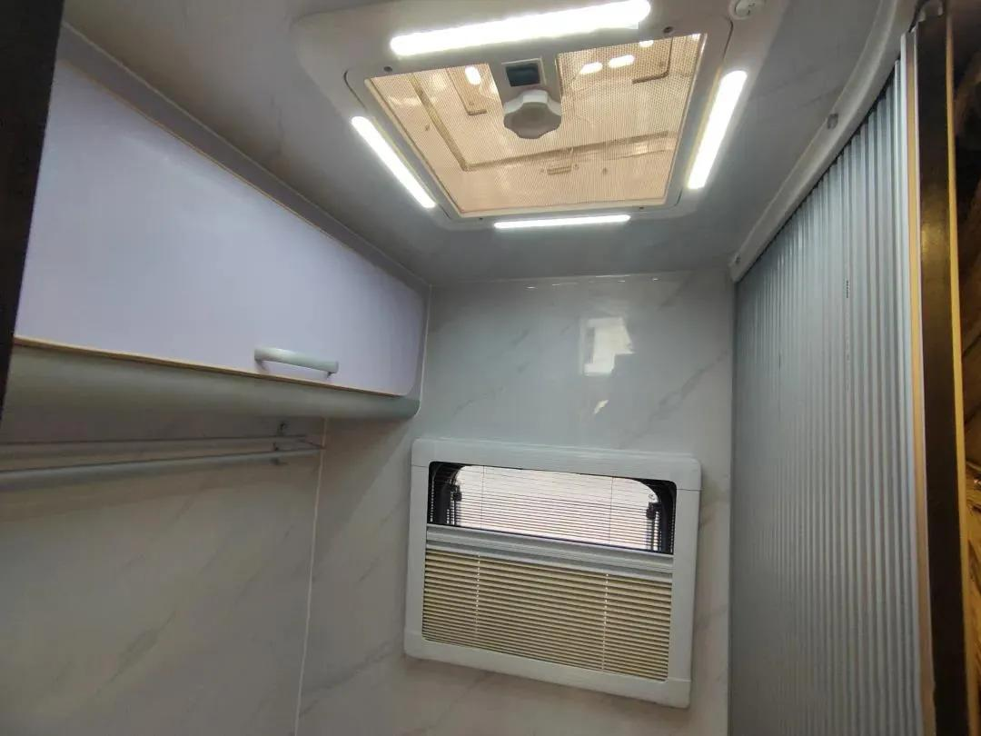 六座六卧 超大空间 超实用的趣蜂罗莎房车家庭版 了解一下?
