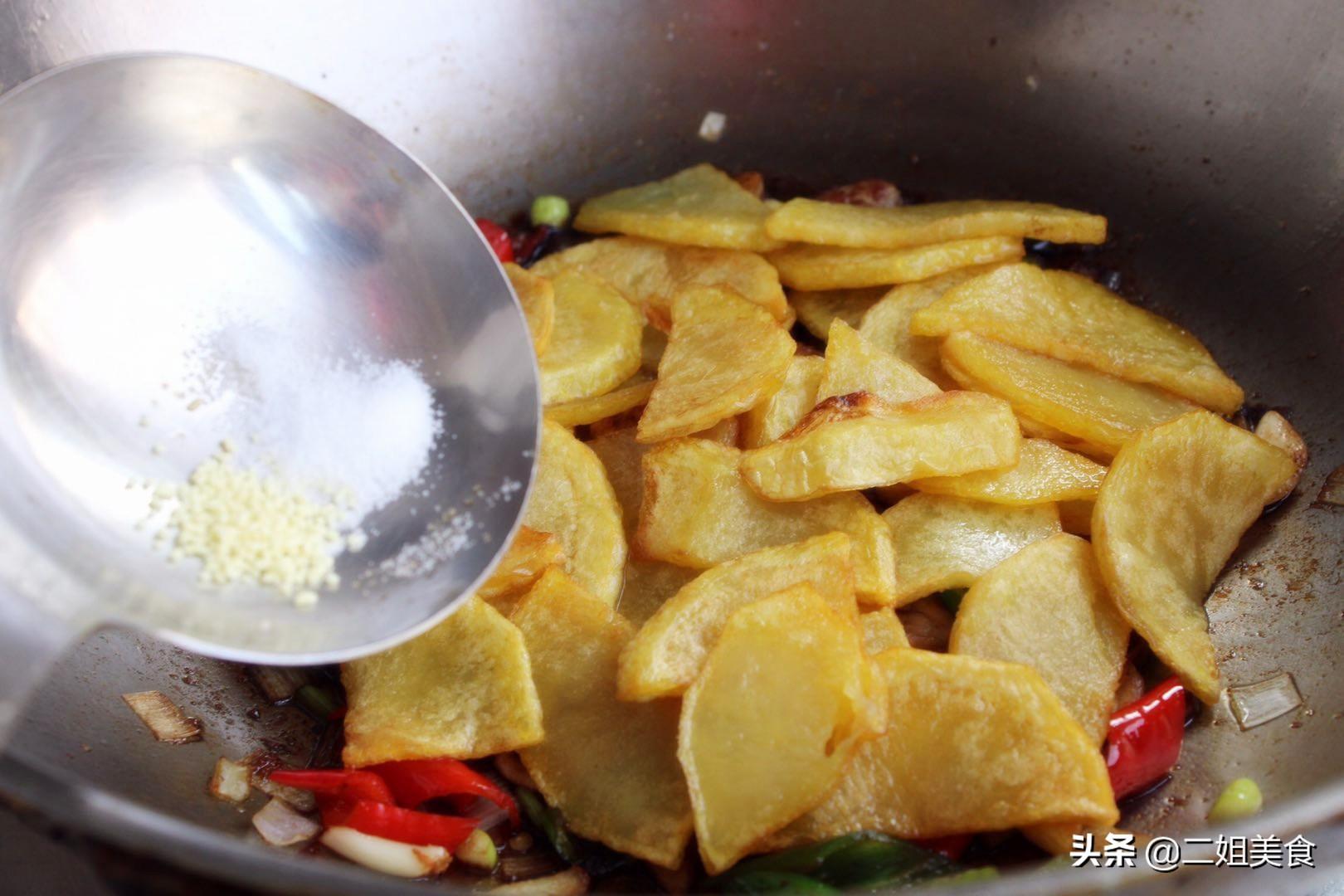 炒土豆片,牢记别直接下锅炒,多做一步,土豆片入味还解馋,好吃