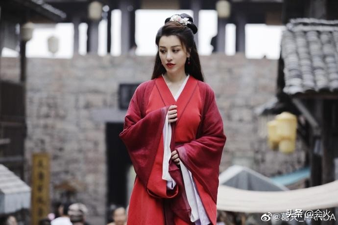 刘翔前妻葛天蓬头垢面被拍,80后年龄变成90后,长相也越来越嫩?