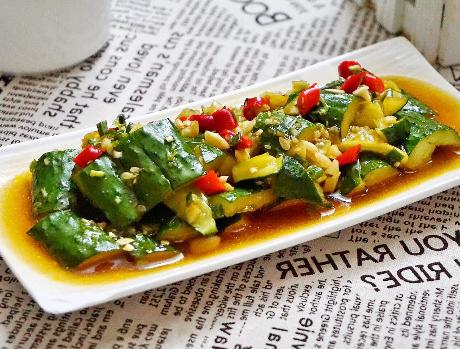 凉拌拍黄瓜的做法 好吃的关键在于料汁 这样做比饭店的还好吃
