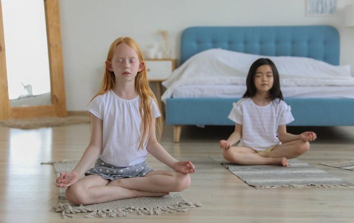 如何找到适合自己的静心方式?静坐手势有特别含义么?