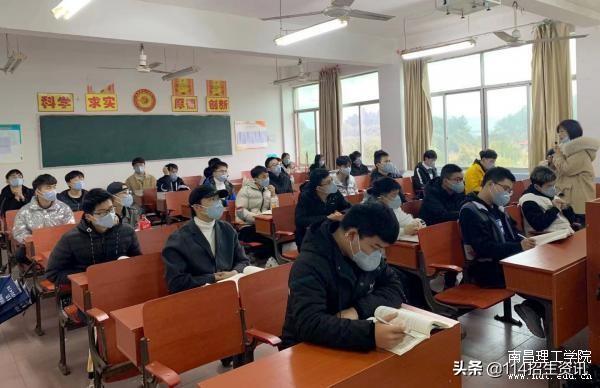 南昌理工学院校领导深入一线检查新学期教学工作