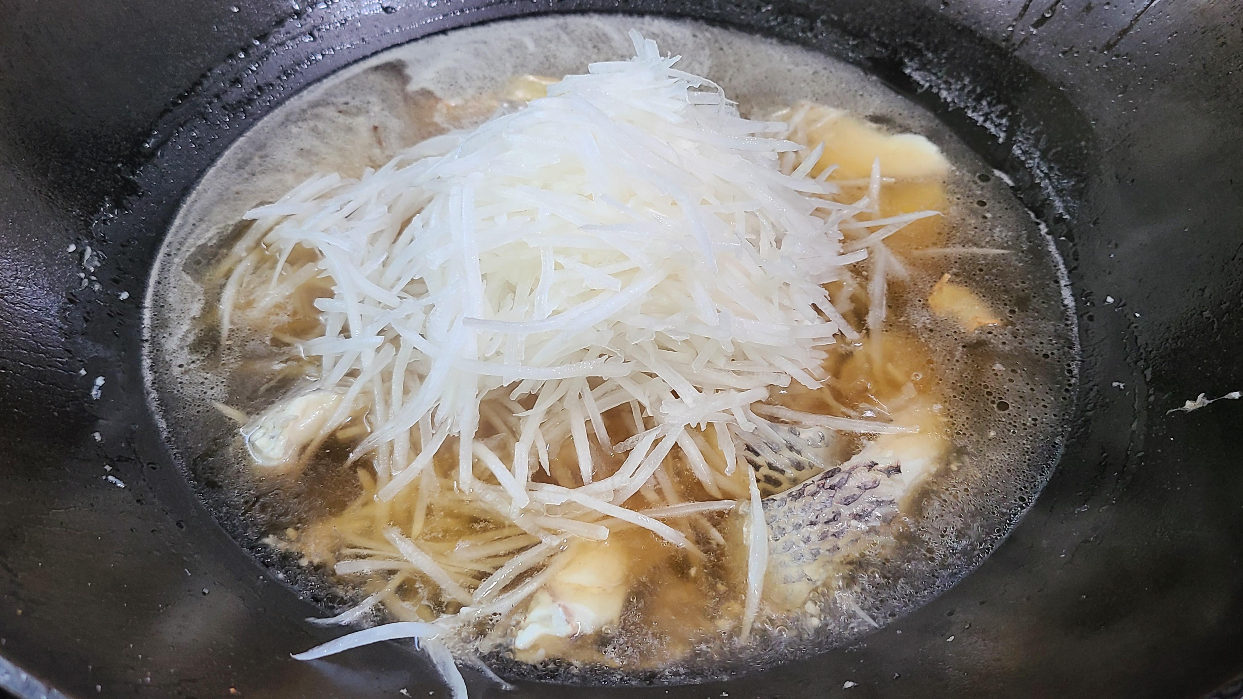 這一道蘿蔔燉魚太香了,味道鮮美做法簡單,好吃又便宜
