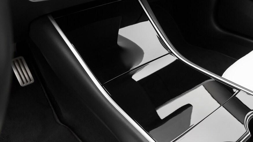 丰田Mirai对比特斯拉Model 3:爱真的需要勇气