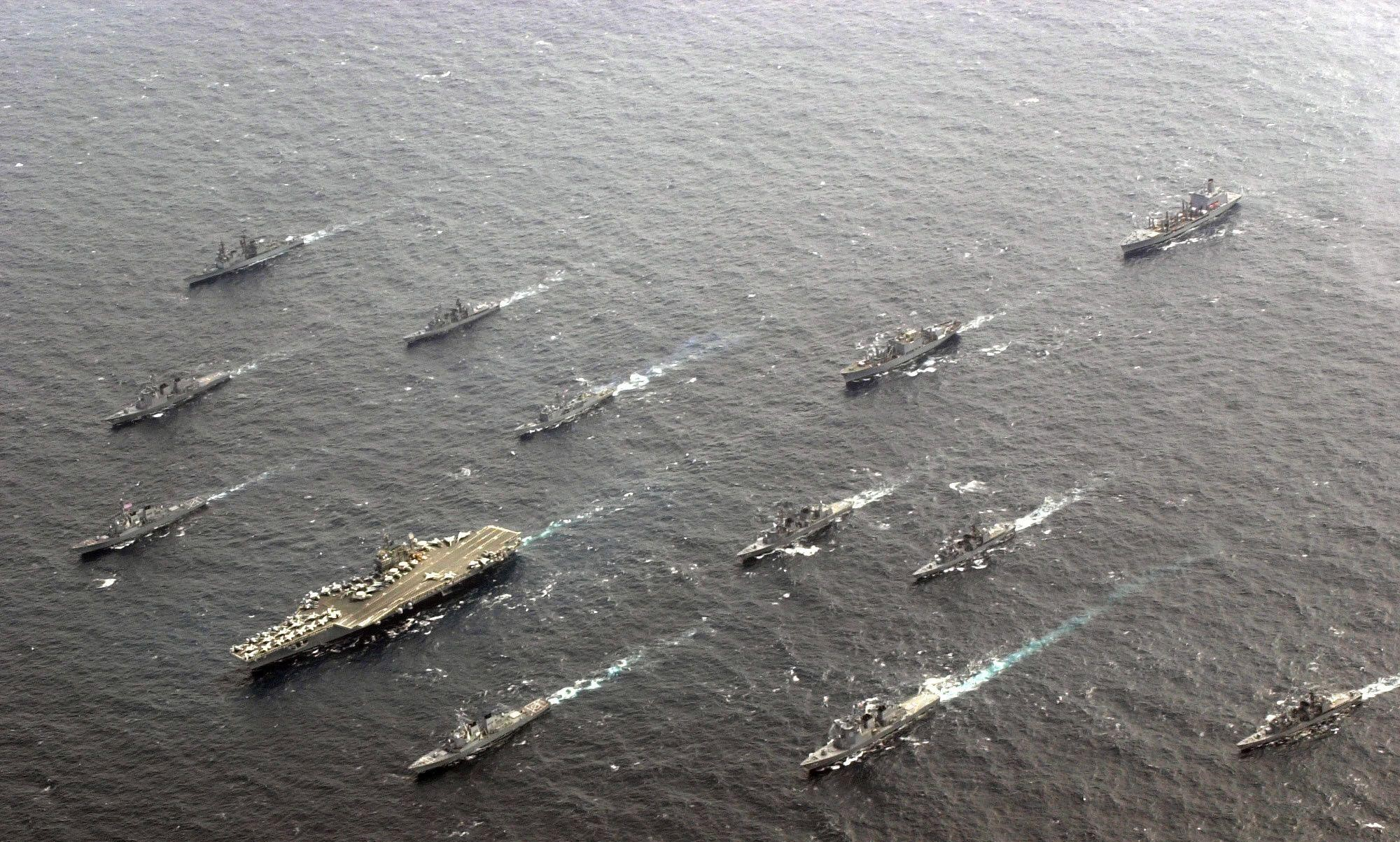 1994年中美黄海对峙:苏27撞向F14,歼8锁定美航母