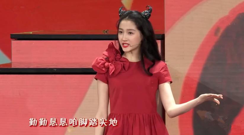 """春晚""""新年红""""造型大赏,谁的装扮更让你心动呢?"""