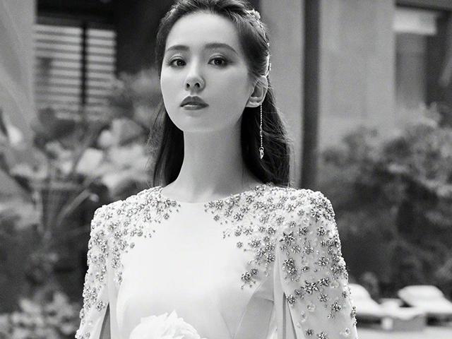 刘诗诗身着白色长裙的样子,真的是典雅而又高贵啊