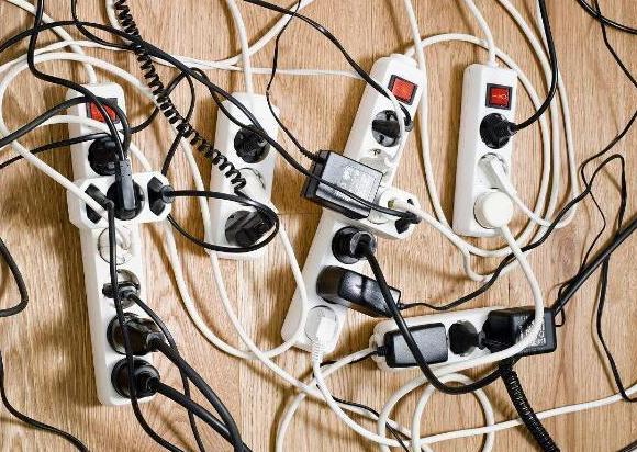 传统插座将被淘汰?现在流行轨道插座,安全、颜值高