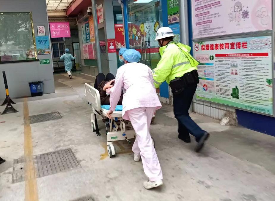 """清明返程,临盆孕妇急送医,南宁交警:""""跟我来!"""""""