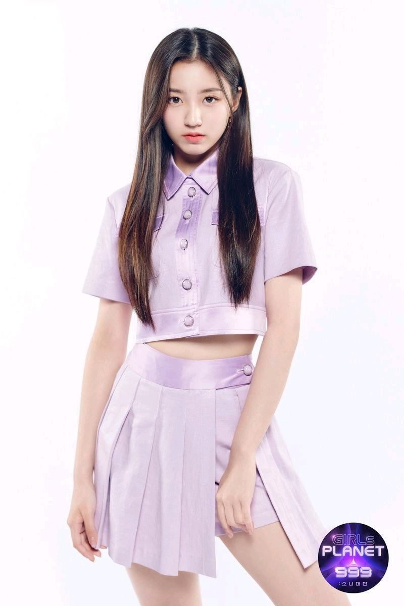引起韩国论坛超千评论的热帖:girlsplanet999练习生很像BTS柾国