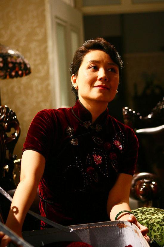 严晓频,演《北京人在纽约》而出名,嫁给初恋后,生下两子很幸福