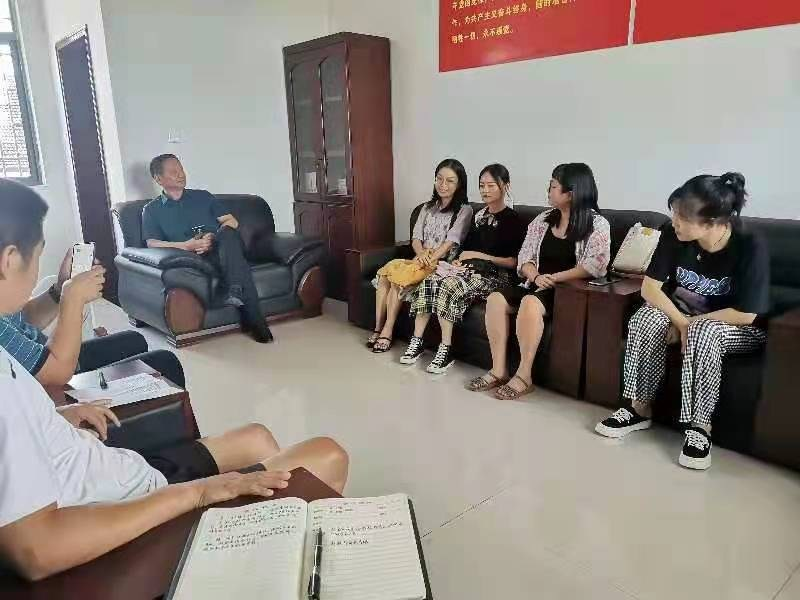 临澧县佘市桥镇中学:召开新教师见面暨入职培训会