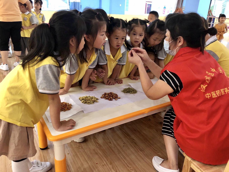 國粹傳承 從娃娃抓起——漢濱區中醫醫院中醫藥文化進校園活動