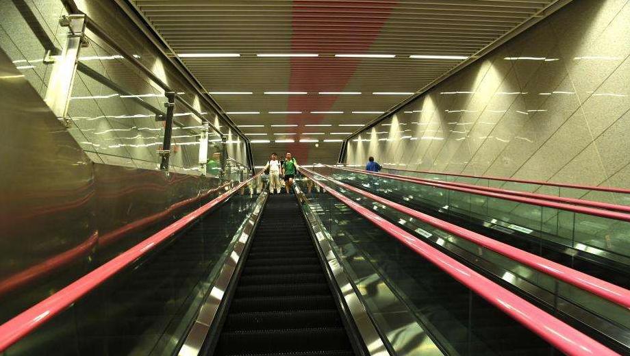 中國最深的地鐵站,深入地下94米共8部扶梯,卻吸引不少遊客