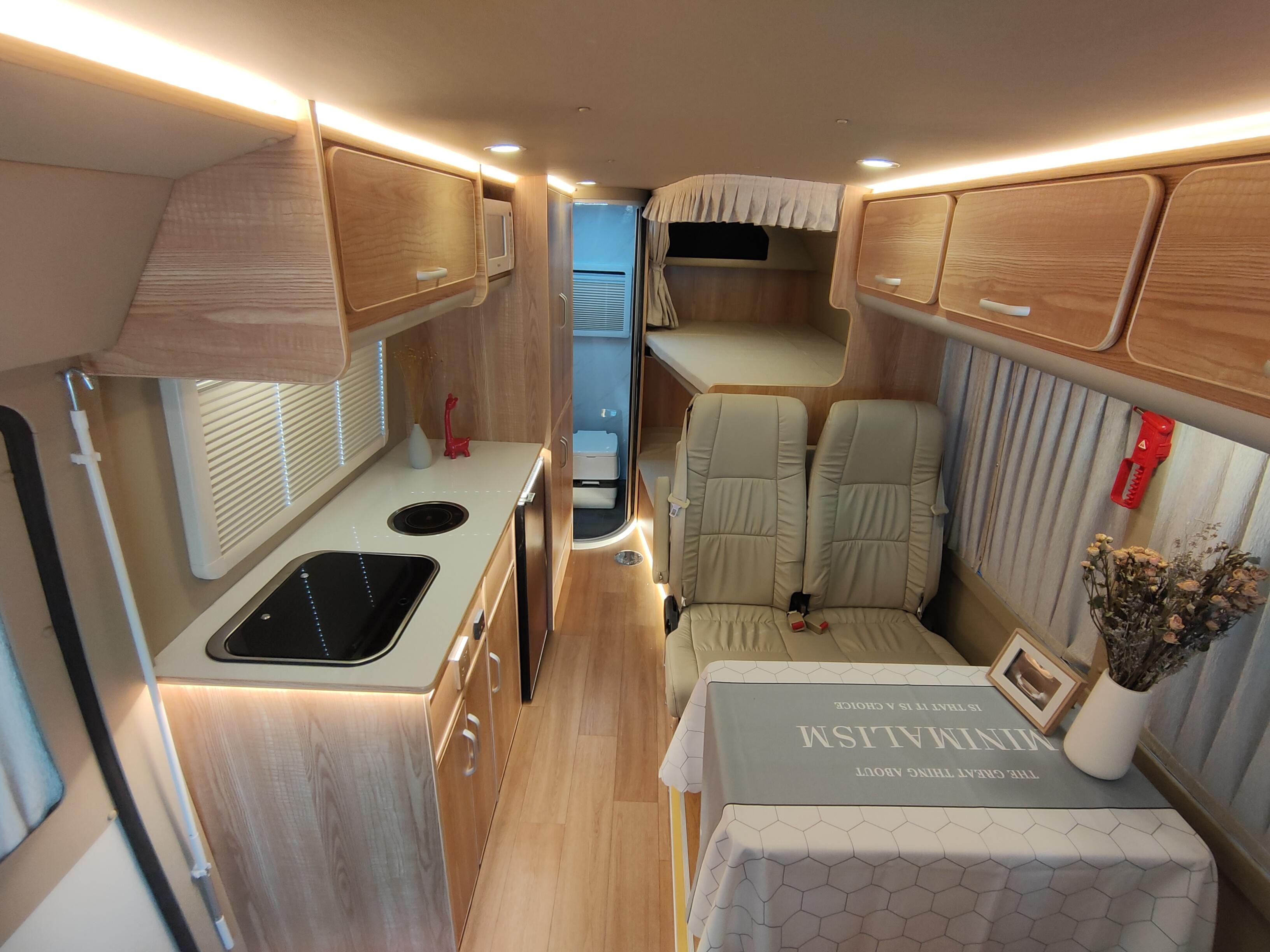 满足一家六口出行坐卧,搭配48V房车电路,趣蜂江铃罗莎房车