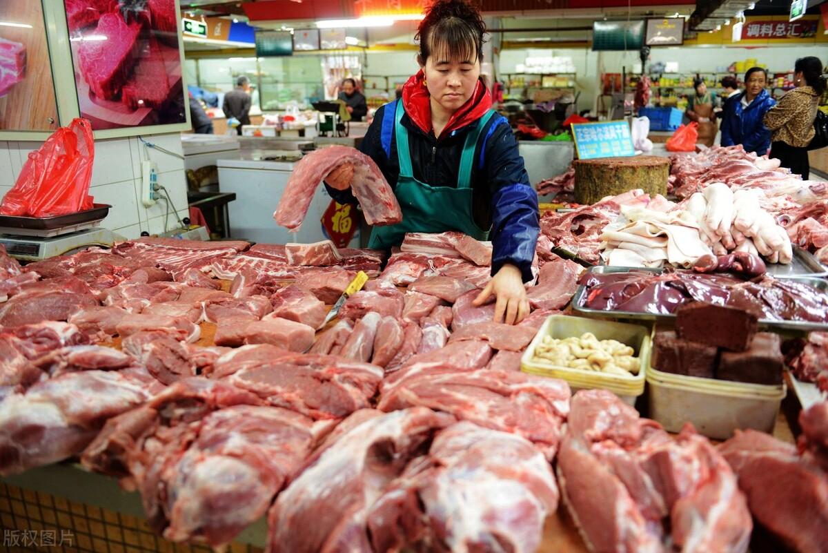"""猪肉价格大幅回落,市场却消费不动了!猪肉为啥突然不""""香""""了?"""