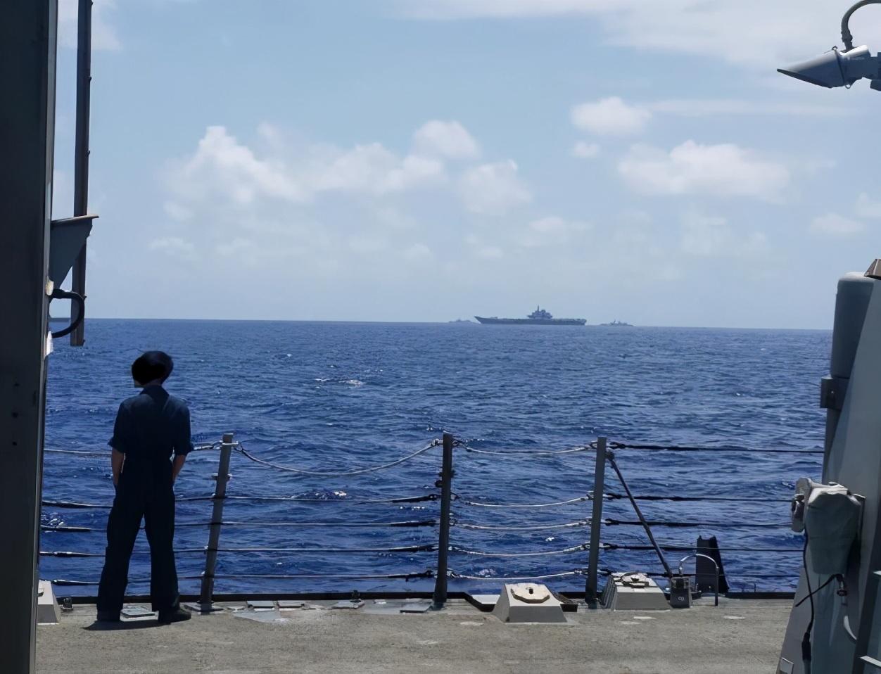 当着美国海军的面,歼15成功降落辽宁舰,美军华裔士兵发出惊叹