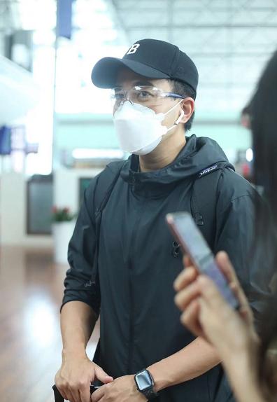 刘恺威罕见走机场!穿运动装戴口罩藏不住苍老感,眼袋明显好憔悴