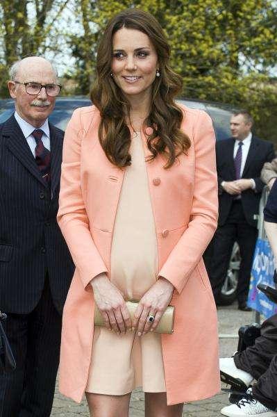 凯特的穿着小心机,虽违反三个王室穿搭规矩,却被夸太好看了
