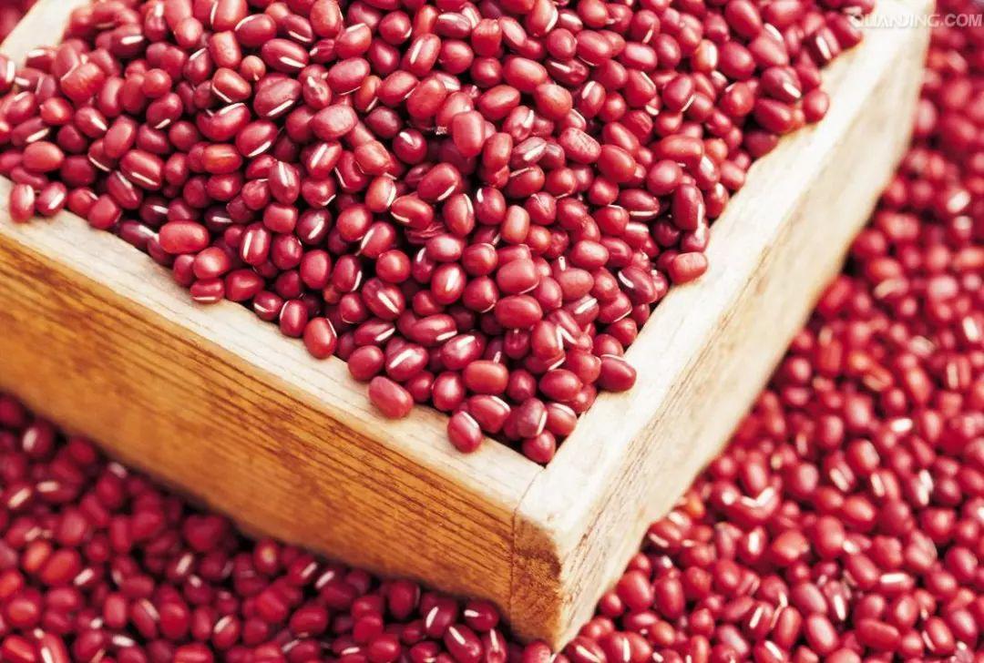 """""""赤小豆""""和""""红小豆""""有啥区别?差别不止一点,学会别再买错了"""