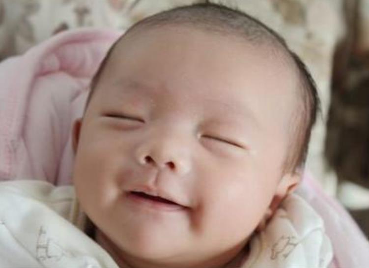 四个月的宝宝发育标准和早教建议
