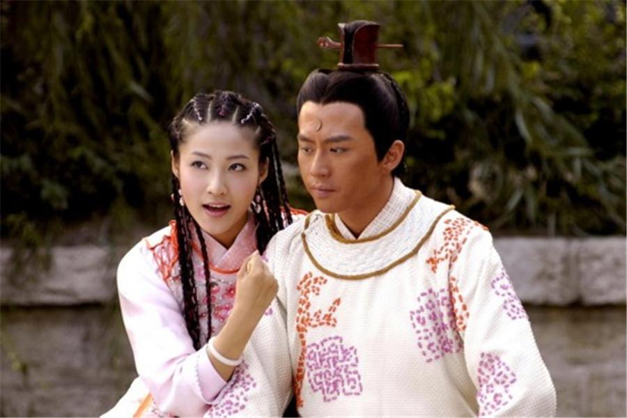 女强人秦丽,当红时放弃演艺事业做幕后制片,曾制作《克拉恋人》