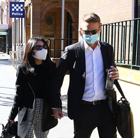 太彪悍!澳洲两华裔女子网上因疫情争吵,发定位约架互扇耳光