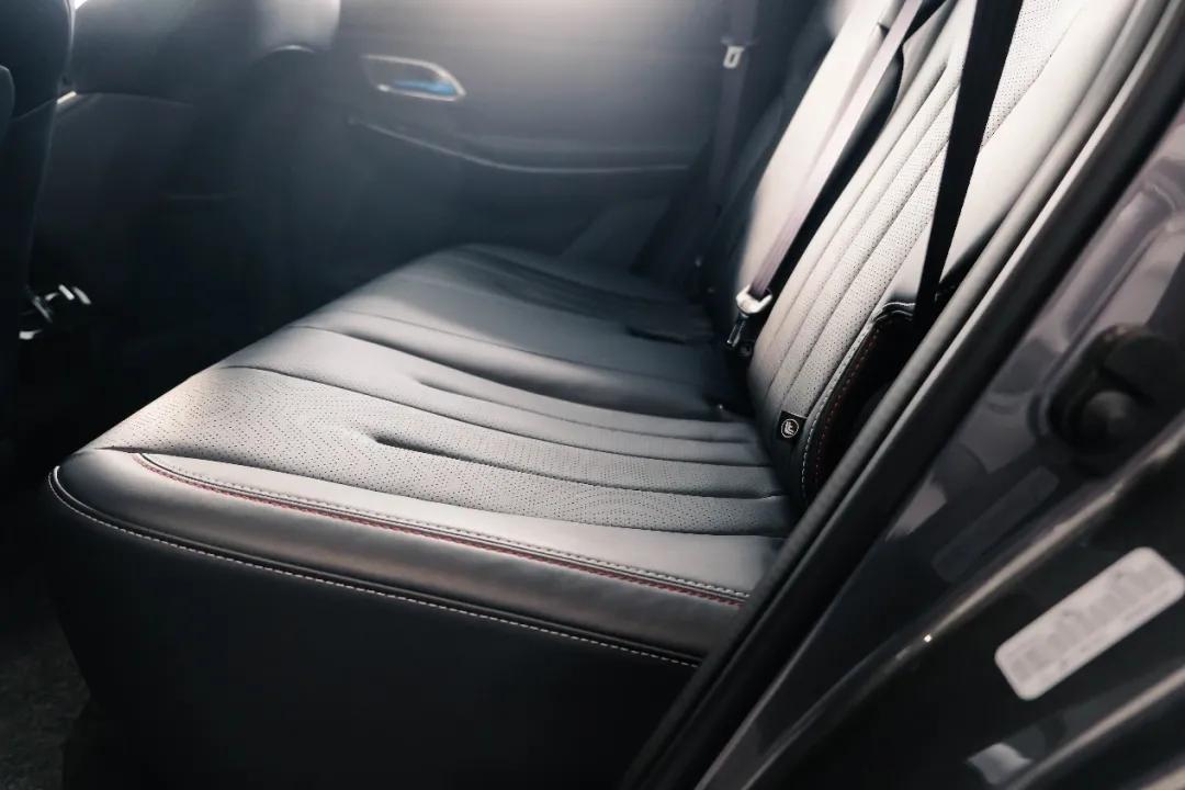 空间超大、座椅超软,还有智能语音,这台10万元的SUV太值了