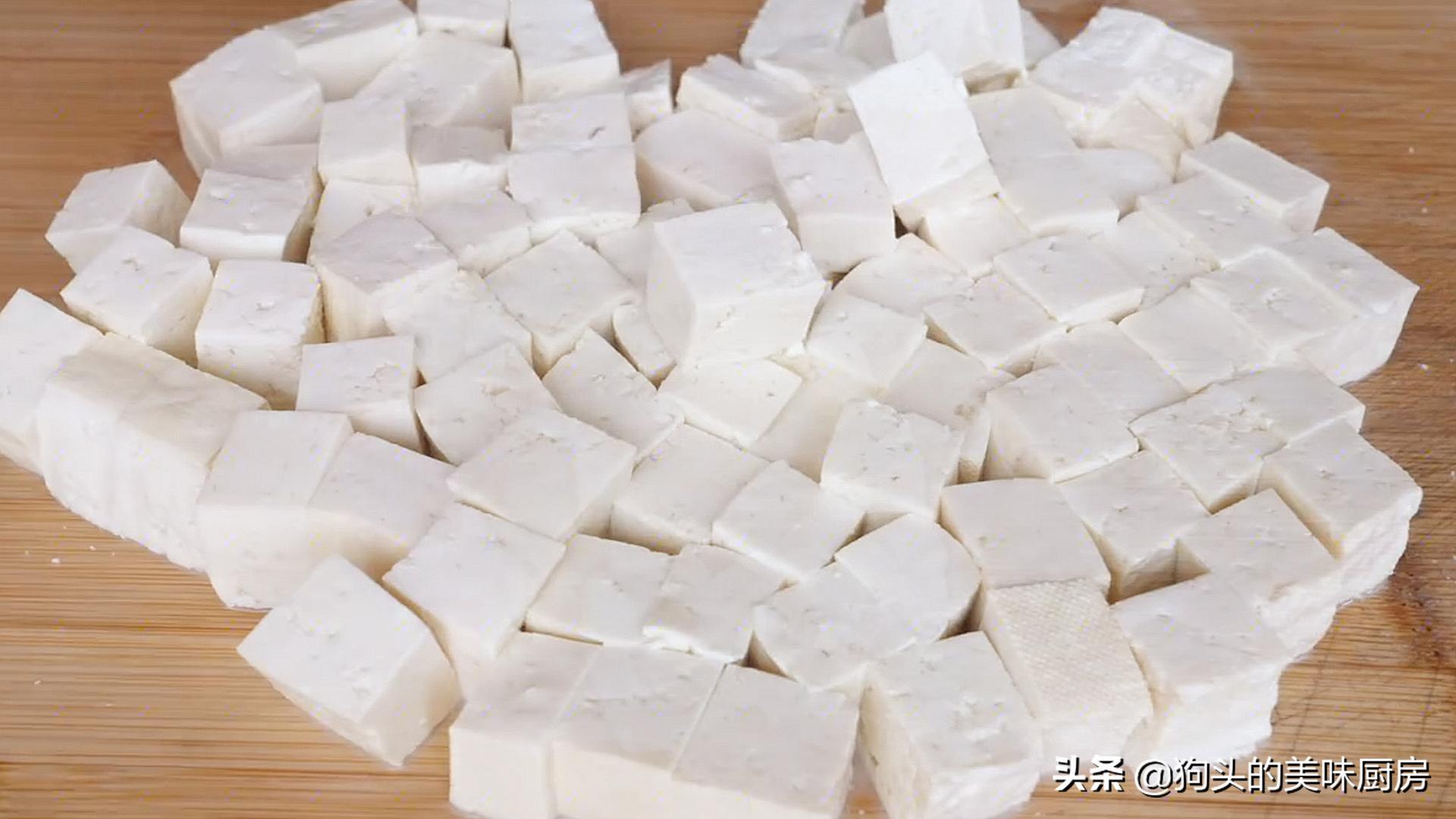 豆腐切成丁,不炒不煎不油炸,连吃一个月也不腻,营养丰富又美味 美食做法 第4张